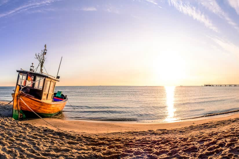 Boot am Strand Sonnenuntergang Panorama